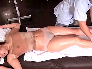 Getting a sensual oily massage makes Mizusawa Riko horny
