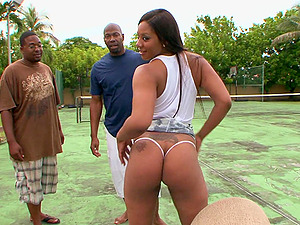 Voluptuous black beauty Carmela Mulatto rides big black dick outdoors