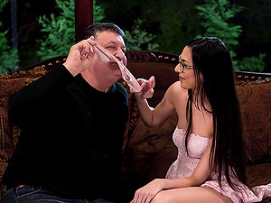 Brunette with glasses Ashley Ocean seduces an older guy into fucking
