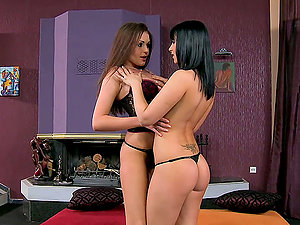 Gorgeous stunners Naomie and Nelly Sullivan eat and fucktoy each other's vags