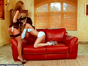 Sapphic passion by two sexy lezzie sirens