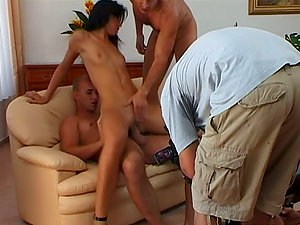 Slender and hot Suzie Diamond gets threesomed on a sofa