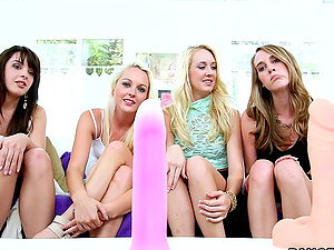 Four Gorgeous Lezzy Teenagers Fucking Each Other in Four way