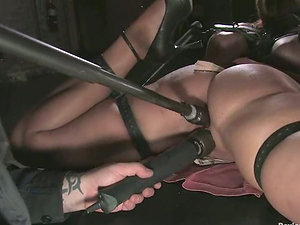 Supah hot Christina Carter gets her labia gaped with clothespins