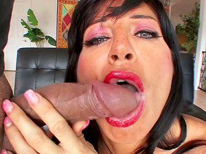 Sultry Tara Holiday showcases her oral job abilities