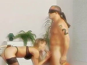 Victoria Swinger gives a fellatio and rails two chisels at the same time