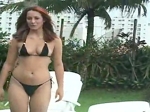 Slender Latina takes her bathing suit off for some perversions