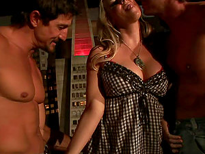 Stunning Blonde´s Crevices Gets Slammed By Two Peckers