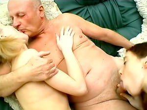 Unexperienced Honeys Sucking And Fucking Missionary With Old Mans Jizz-shotgun
