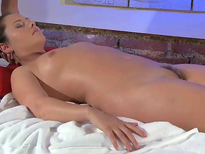 Blonde sapphic pleases her GF with a spunky rubdown