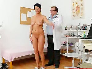 Gorgeous cougar visits her physician to get her cunt examined