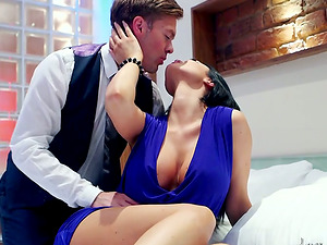 Bootylicious Jasmine Jae has spunky hookup in a bedroom
