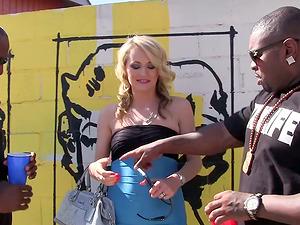 Blonde Stunner Gets an Interracial Dual Foray