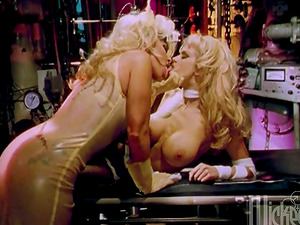 Jenna Jameson and Nikki Tyler knuckle and fucktoy each other's twats