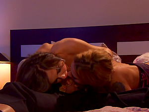 FFM Threesome Where Two Femmes Bring a Lucky Boy Home
