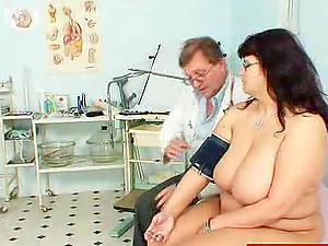 Horny Medic Frigs His Mature Unexperienced Patient