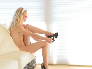Sexy Blonde Unexperienced Exercises Nude and Taunts Herself