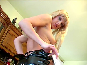 Sexy Natalli Di Angelo gets naked and uses playthings to make herself spunk