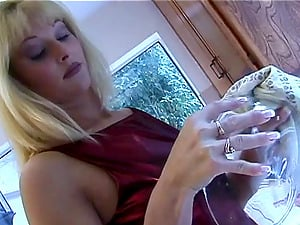 Caroline Cell is fucked up her bum on her kitchen floor