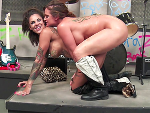 Tattooed honeys have amazing lezzy bang-out after their band rehearsal