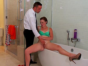 Gonzo bathroom hook-up scene of Jodi Taylor getting fucked from behind