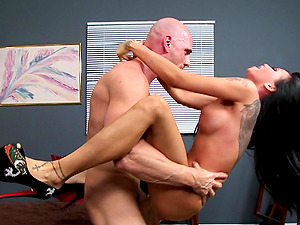 Curvy Black-haired Tart Blows And Gets Drilled