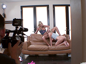 Smoking hot blondes make you bust a nut with girly-girl scene
