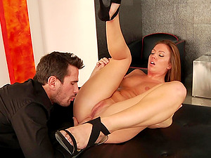 Sexy Dame Gets Her Arse Oiled Up And Toyed Before Rectal