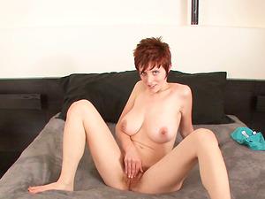 Ryanne Redd Shares A Hot Striptease Masturbate Off Instruction