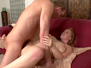Dancing And Undressing For Her Colleague To Fuck Her Xxx