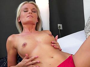 Stunning Blonde With Shaven Twat Masturbating Using Big Playthings