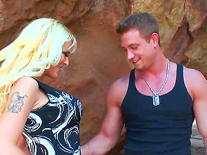 Marvelous Blonde With Big Tits Slammed Outdoor Reality