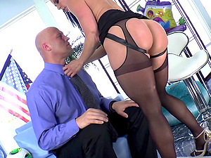 Big Booty Cougar In High High-heeled slippers Pegging A Taut Asshole