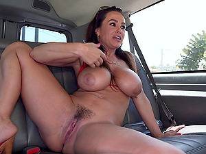 Cougar With Big Tits In Brassiere Gets Her Hairy Cootchie Munched In The Car