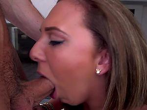 Brooke Wylde shrieks crazily while getting her twat banged deep