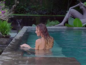 Wild Jennifer Love Displays Hot Sexy Figure In A Nasty Erotic Scene