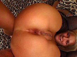 Ellie likes a Double penetration and slurps jizm in xxx MMF clip