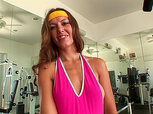Horny honey loves getting assfuck and gonzo vagina plowing in the gym