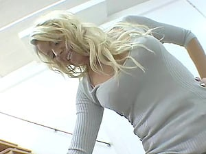 Blonde stunner Summer probes foot worship and gets toes sucked