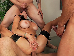 She cums her brains out while getting dual penetrated
