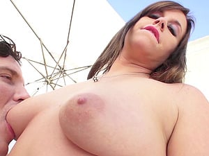 A chubby lady gets culo fucked until she is left with a widely opened crevice