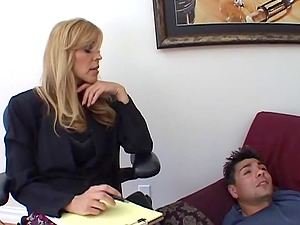 The power of cootchie slurping sees this blonde Cougar yell in pleasure as earns real orgasm
