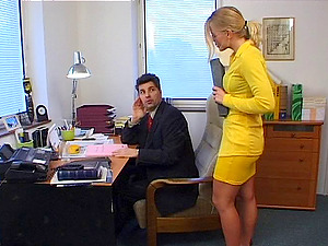 Nasty blonde stunner likes it in her taut anal invasion