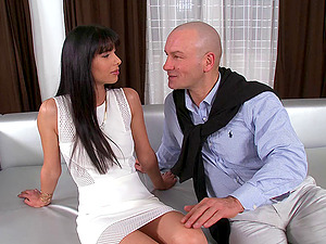 Preppy stud entices a stunner and makes love to her moist labia