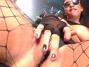 Fancy honey wearing dark glasses sustains gonzo pounding after delivering an outstanding fellatio in point of view