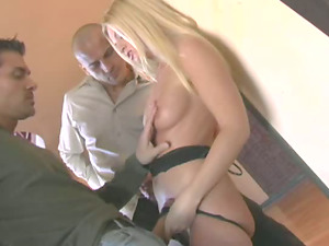 Blonde cougar with a hot butt liking a mind-blowing threesome