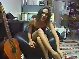 She makes sweet music while sucking a musicians man rod