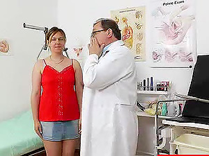 Sleazy first-timer has her snatch drilled with injections
