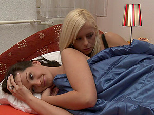 Sandra Shine is amazingly hot when she smooches a damsel