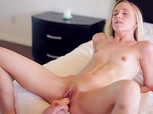 Bree Mitchells shows how nimble she is as she fucks
